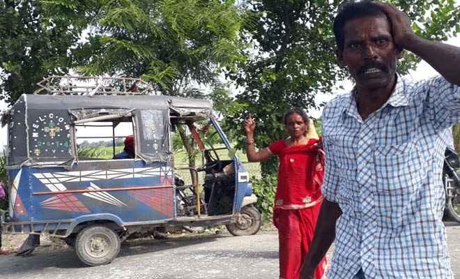 मोतिहारी के लक्ष्मीपुर में टेम्पो पलटा, 8 घायल, नशे में था चालक, गाड़ी छोड़ फरार