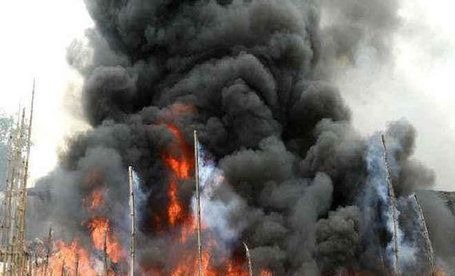 दीघा रेलवे स्टेशन के पास बस्ती में लगी भयानक आग, ट्रेनों के परिचालन पर लगी रोक