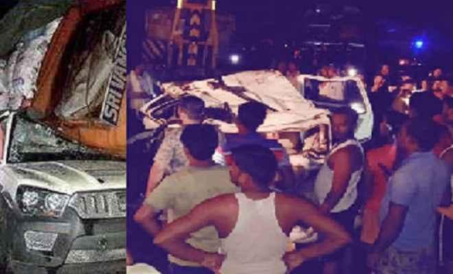 ट्रक से टकराकर स्कॉर्पियो पर पलटी बस, तीन लोगों की मौत, कई घायल