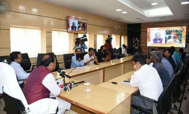 मुख्यमंत्री रघुवर ने की कांवरियों से बात, कांवरियों ने बेहतर व्यवस्था के लिए दी बधाई