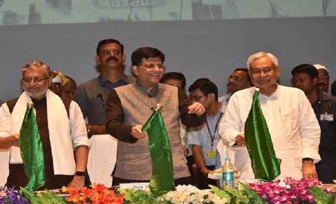 रक्सौल-नरकटियागंज रेलखंड का मुख्यमंत्री नीतीश ने पैसेंजर गाड़ी को हरी झंडी दिखाकर किया शुभारंभ