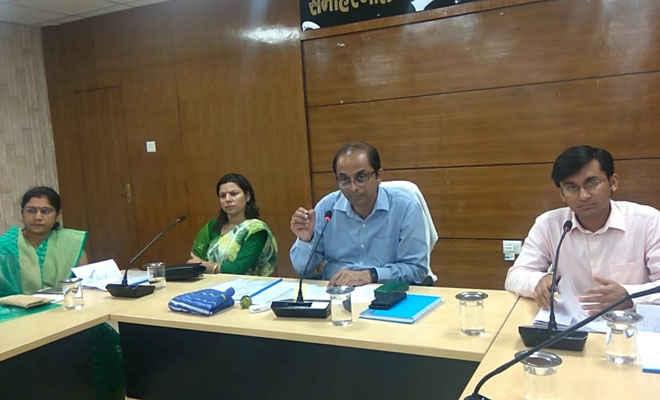 नगर विकास के प्रधान सचिव ने अधिकारियों के साथ की समीक्षा बैठक, ससमय लक्ष्य पूरा करने का दिया निर्देश