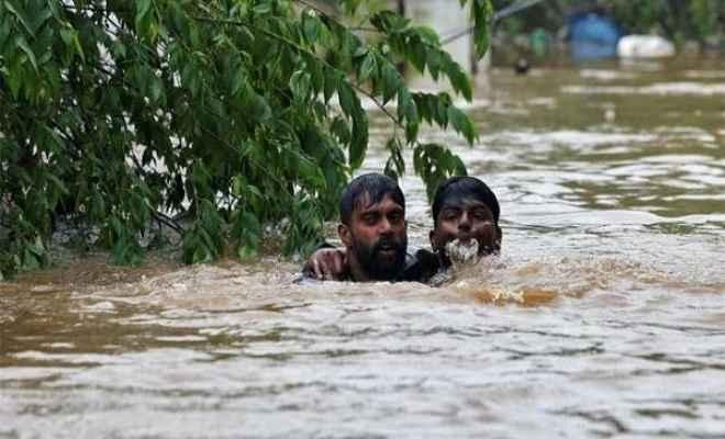 केरल बाढ़: 12 दिन बाद थमी बारिश, हजारों लोगों को अब भी सुरक्षित निकाले जाने का इंतजार