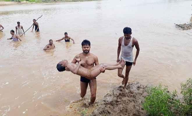 इटखोरी में हजारीबाग के आठ बच्चे नदी में बहे, एक का शव बरामद, चार लापता