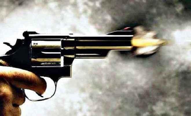 गार्ड को गोली मार अपराधियों ने 52 लाख 74 हजार लूटे