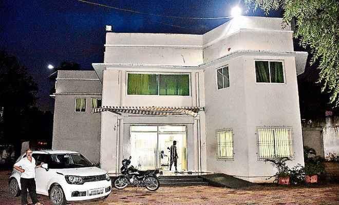 आमदनी छिपा कर आयकर चोरी करने के मामले में डॉ हेमंत नारायण, उनकी पत्नी के ठिकानों पर पड़ा इनकम टैक्स का छापा
