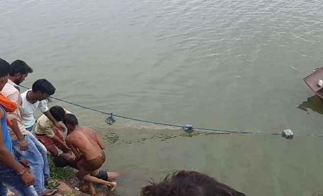 कर्मा पर्व पर तालाब में नहाने गए 3 लोगों की डूबने से मौत