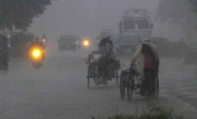 डेई तूफान की चपेट में आधा हिंदुस्तान, 8 राज्यों में भारी बारिश का अलर्ट