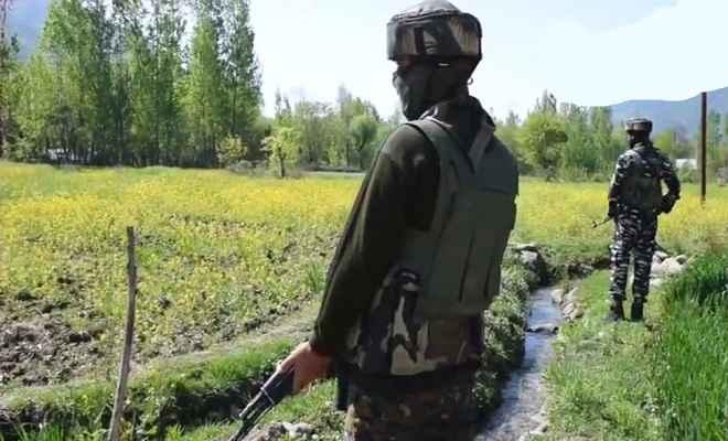जम्मू कश्मीर : नियंत्रण रेखा के पास सुरक्षाबलों का आतंक निरोधक अभियान, 3 आतंकियों को किया ढेर