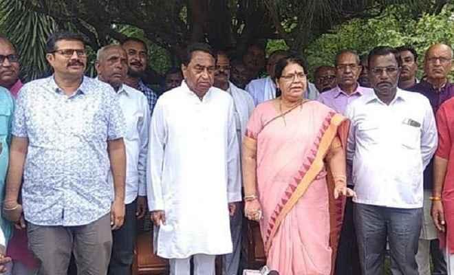 पदमा शुक्ला हुई बागी, भाजपा का साथ छोड़ थामा कांग्रेस का हाथ