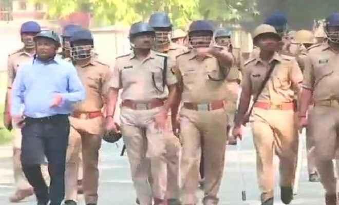 बीएचयू में डॉक्टरों व छात्रों के बीच हुई झड़प के बाद भड़की हिंसा, पुलिस फोर्स तैनात