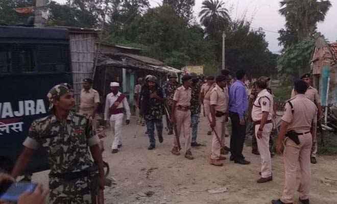 दरभंगा में छेड़खानी पर हिंसक झड़प, पत्थरबाजी व आगजनी, 6 घायल, पूरा गांव बनी पुलिस छावनी