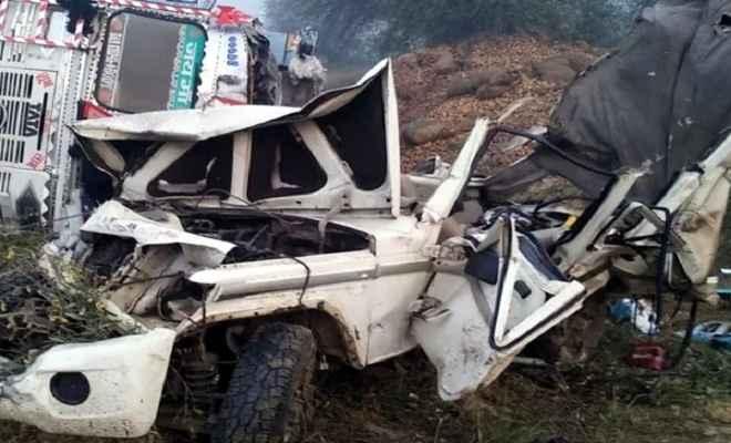 तेज रफ्तार ट्रक और बुलेरो की भीषण टक्कर में पांच की मौत, दस घायल