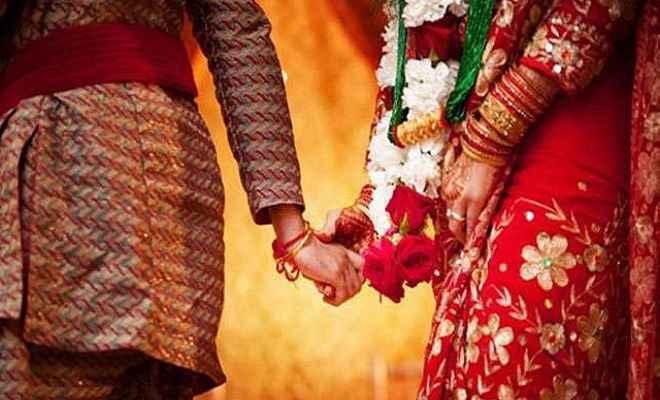 परिजनों के विरोध के बावजूद दो सहेलियों ने आपस में रचाई शादी