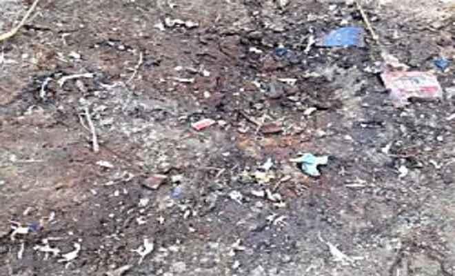 बच्चों को मिला खेत में छिपाकर रखा बम, धमाके में दो घायल