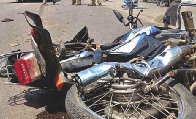 पिकअप और मोटरसाइकिल की टक्कर में दो लोगों की मौत , एक घायल