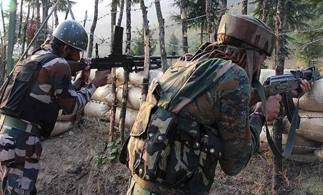 जम्मू/कश्मीर: पाकिस्तानी सैनिकों ने नियंत्रण रेखा पर की गोलीबारी, मेजर समेत दो घायल