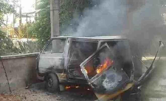 स्कूल वैन का सिलेंडर फटने से आग लगी, 12 बच्चे हुए जख्मी