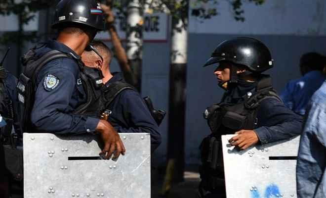 वेनेजुएलाः सुरक्षा बलों ने सैनिक विद्रोह को किया काबू, 27 विद्रोही गिरफ्तार