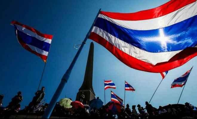 थाईलैंड: नाजियों का प्रतीक चिन्ह पहनकर प्रस्तुति देने पर गायिका ने मांगी माफी