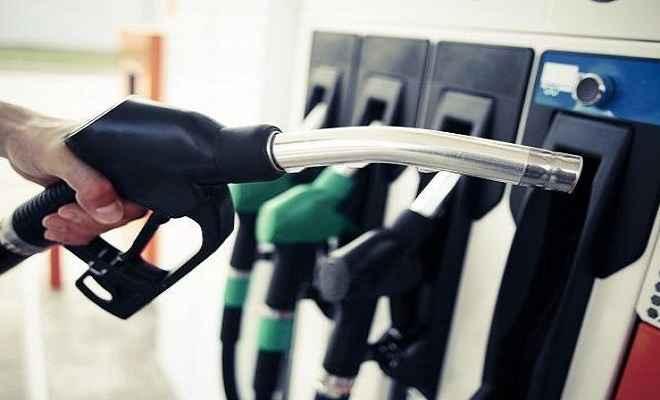 पेट्रोल और डीजल में गिरावट का सिलसिला जारी, आज ये रहा पेट्रोल का भाव