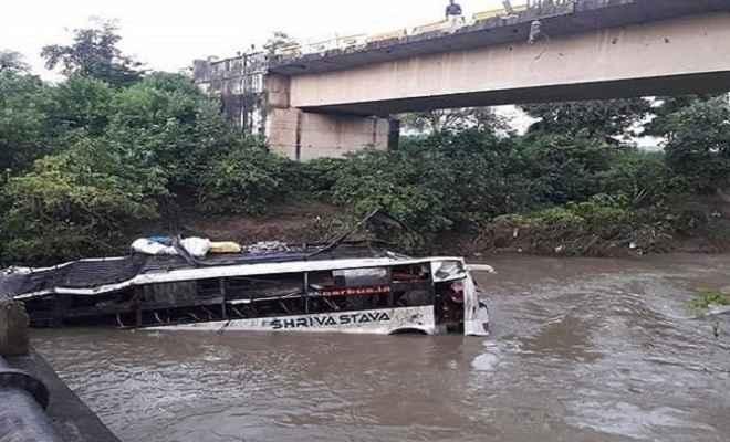 मध्य प्रदेश के रायसेन में यात्रियों से भरी बस नदी में गिरी, सात लोगों की मौत, 36 घायल, कई लापता