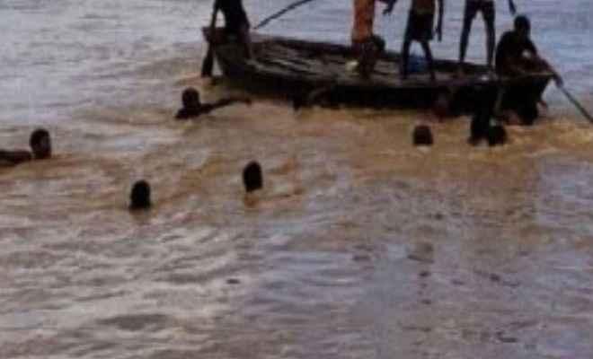 60 लोगों से भरी नाव महानंदा नदी में पलटी, 5 लोगों की मौत, कई लापता