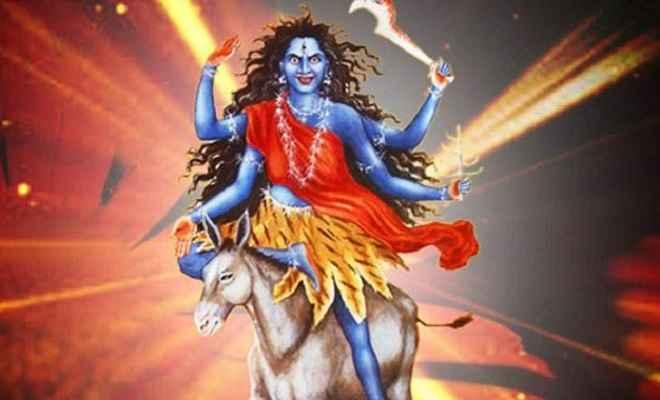 शारदीय नवरात्रि के सातवें दिन ऐसे करें मां कालरात्रि की पूजा, जानें शुभ मुहूर्त ही नहीं फूल और भोग के बारे में भी