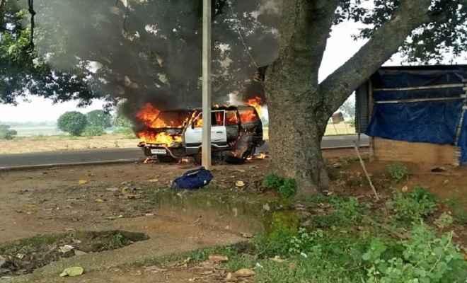 झारखंड: बच्चों से भरी स्कूल वैन में लगी आग, बाल-बाल बचे बच्चे