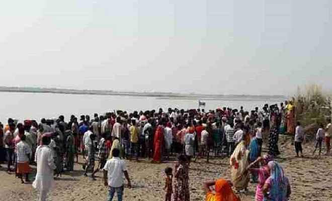 संतकबीरनगर: घाघरा नदी में नाव पलटने से 18 लोग डूबे, चार लापता