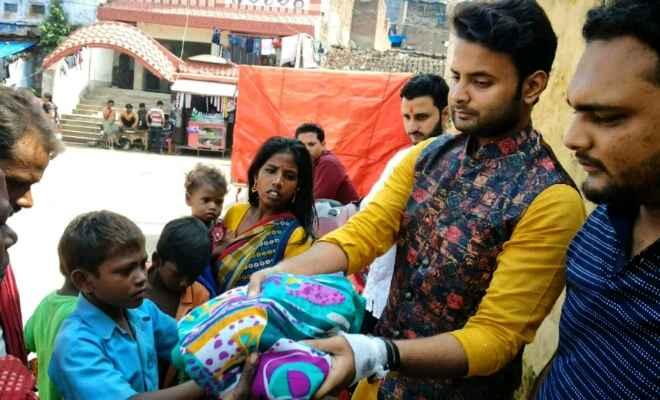 भागलपुर में युथ टीम ने लगाया डोनेशन कैंप, बांटे कपड़े और मिठाई