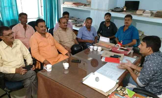 रक्सौल में थानाध्यक्ष अभय कुमार के नेतृत्व में नगर परिषद के अधिकारियों के साथ हुई बैठक