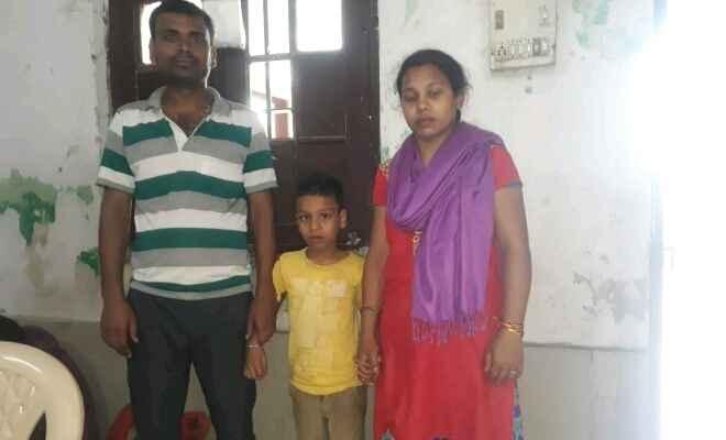 नेपाल का भटका बालक को जीआरपी ने किया परिजनों के हवाले