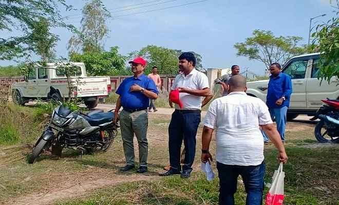 डीएफओ प्रभाकर झा ने भारत- नेपाल सीमा पर बने जांच चौकी का किया निरीक्षण, पेड़ों को लेकर दिए निर्देश
