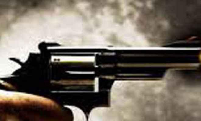 बदमाशों ने जिला परिषद सदस्य मंजू देवी को गोली मारी, हालत गंभीर