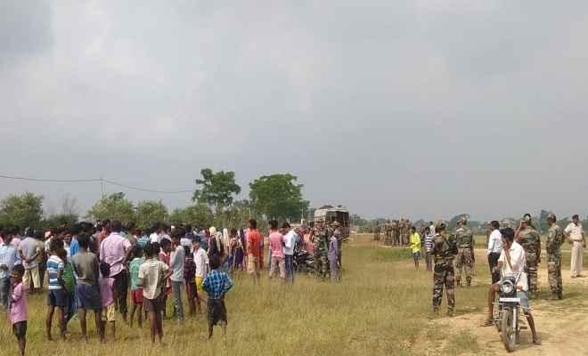 रांची के नामकुम आर्मी परेड ग्राउंड में सेना के जवान और ग्रामीण सड़क निर्माण को लेकर आमने-सामने