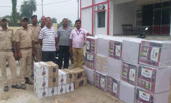 मोतिहारी में पेंट के कार्टन में छुपा लाई गई दिल्ली से शराब, बस लदी 60 पेटी शराब जब्त, गाड़ी के तीन स्टाफ गिरफ्तार