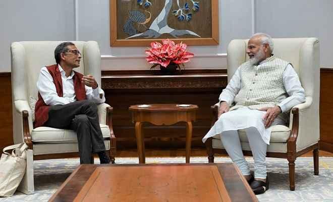 नोबेल विजेता अभिजीत बनर्जी ने प्रधानमंत्री मोदी से की मुलाकात, PM ने कहा- उपलब्धियों पर देश को गर्व