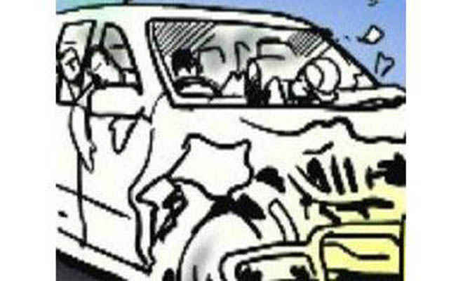 पुलिस लिखी कार में दिल्ली से ला रहा था शराब, मोतिहारी में डंपर से हुई टक्कर, दो घायल, एक गंभीर