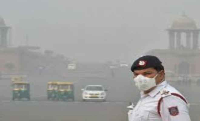 जहरीली धुंध की चादर में लिपटी दिल्ली, EPCA ने घोषित की पब्लिक हेल्थ इमर्जेंसी, 5 नवंबर तक सभी स्कूल बंद