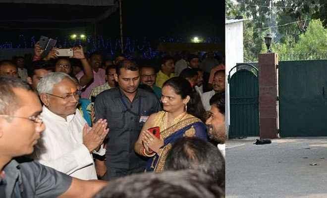 मुख्यमंत्री नीतीश के घर दिख रही महापर्व छठ की रौनक, लालू परिवार में पसरा सन्नाटा