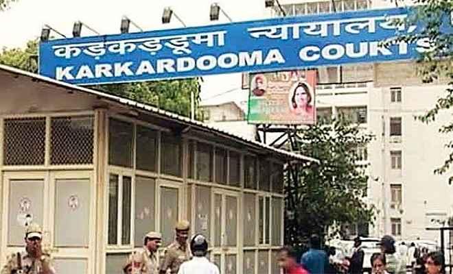 तीस हजारी के बाद अब कड़कड़डूमा कोर्ट में वकीलों और पुलिस के बीच हाथापाई