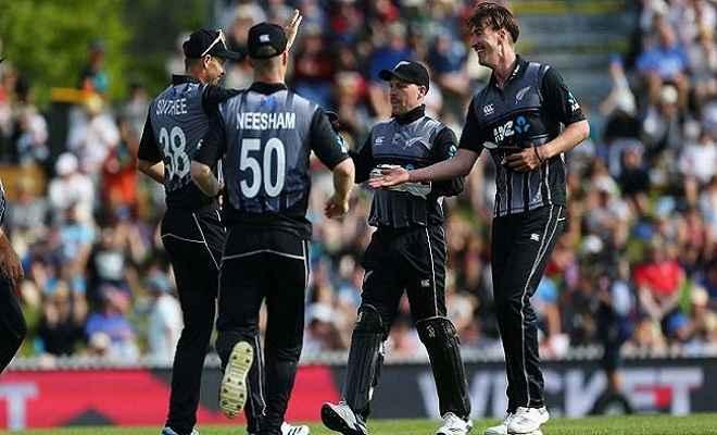 न्यूजीलैंड ने तीसरे टी-20 मैच में इंग्लैंड को 14 रनों से हराया