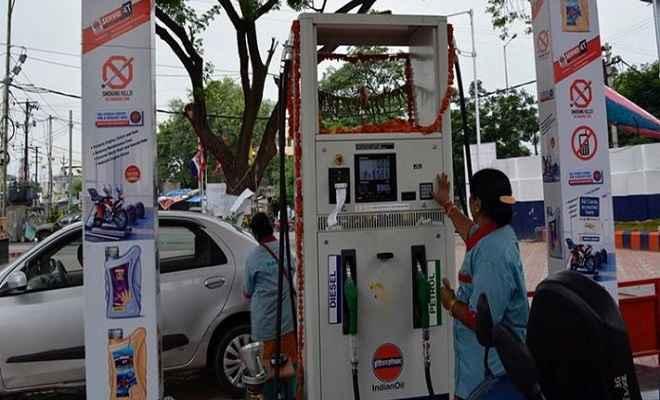 पेट्रोल की कीमत में लगातार चौथे दिन बढ़ोतरी, डीजल सस्ता, जानें आज के भाव
