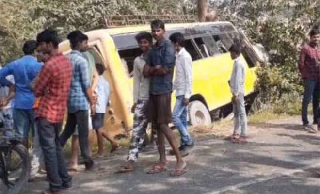 मोतिहारी के कल्याणपुर में निजी स्कूल की बस दुर्घटनाग्रस्त, आधा दर्जन छात्र घायल