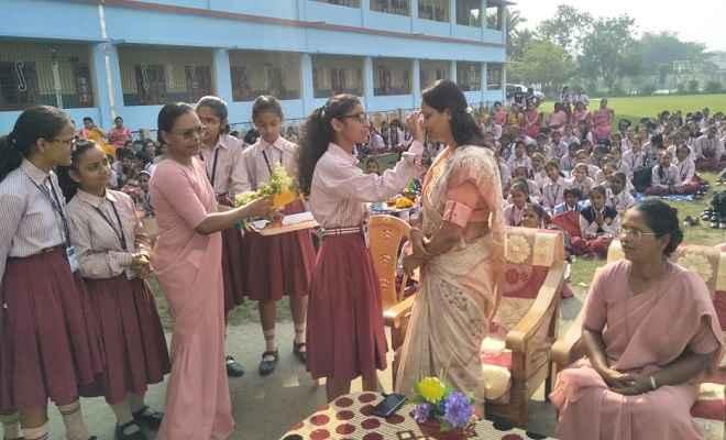 बाल दिवस पर बेतिया में पर्यावरण जागरूकता कार्यक्रम आयोजित, बच्चों ने याद किया चाचा नेहरू को