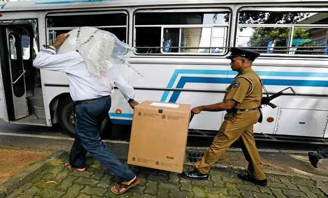श्रीलंका राष्ट्रपति चुनाव: मतदाताओं को ले जा रही बसों पर हमला, बंदूकधारियों ने की गोलीबारी