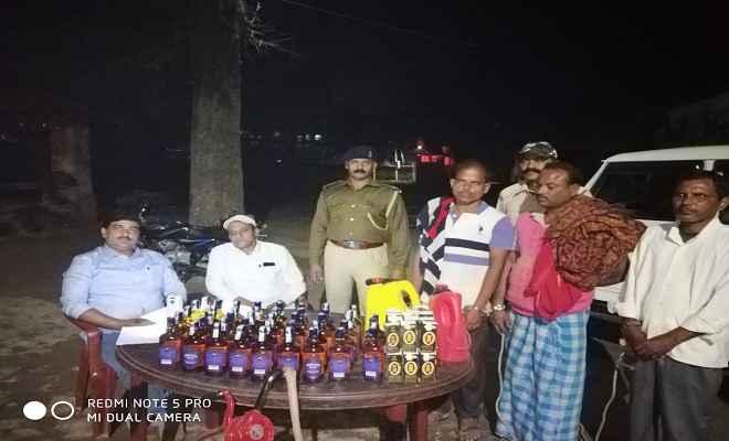 उत्पाद विभाग बेतिया की टीम ने शराब बनाने के उपकरण समेत भारी मात्रा में शराब के साथ 4 लोगों को किया गिरफ्तार