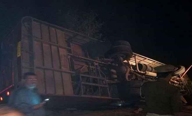 सीतामढ़ी से जयपुर जा रही बस कुशीनगर में पलटी, बिहार के पांच लोगों की मौत; दर्जनों घायल