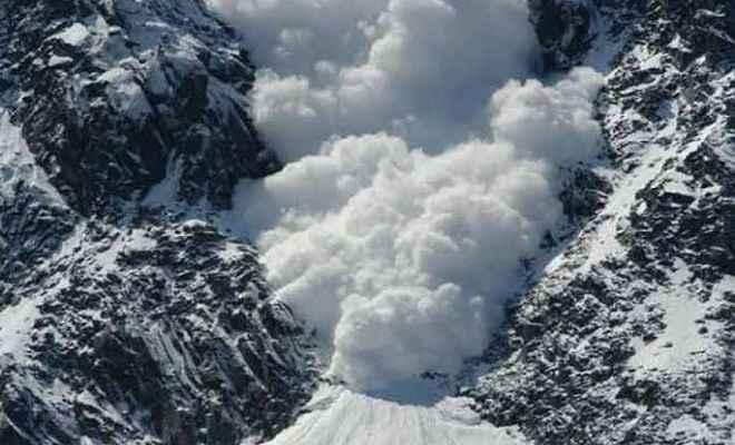 सियाचिन में भीषण हिमस्खलन, सेना के 4 जवान शहीद, 2 पोर्टरों की भी मौत